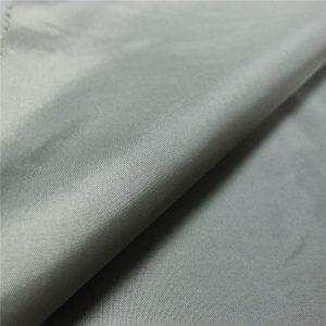 ผ้าร่มทำจากผ้าใยสังเคราะห์ 100% polyester calendering taffeta fabric